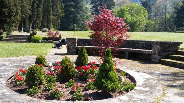 Centro de jard n con dise o minimalista jardineria loiu - Disenos de jardineria ...