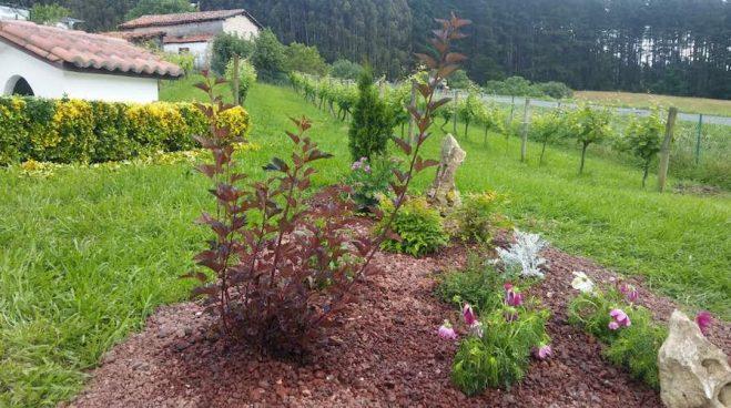centro de jardin con grava volcanica