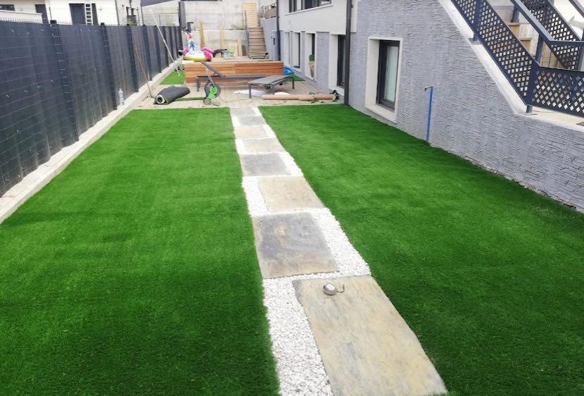 diseño de jardin con cesped artificial